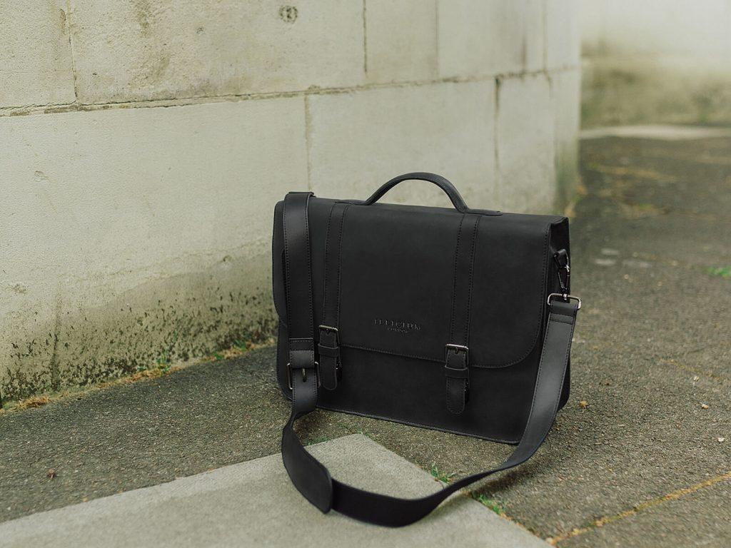 illicium leather messenger bag